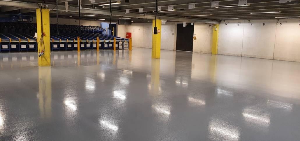 Epoxy gulv i stor produktionshal